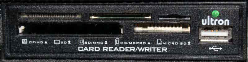 USB Einbaugerät zum Lesen und Schreiben von Speicherkarten.